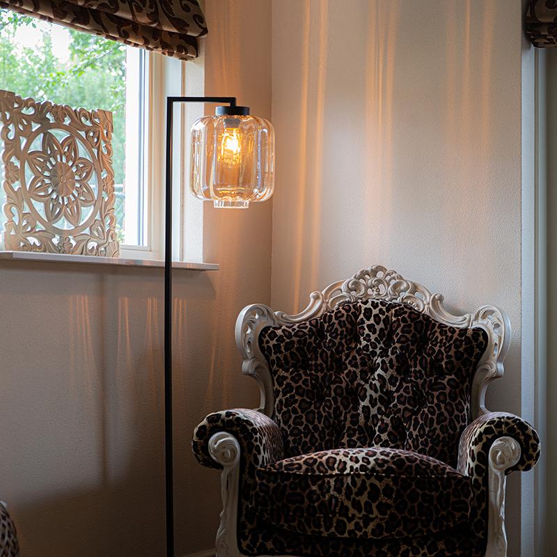 Design vloerlamp zwart met amber glas - Qara Down