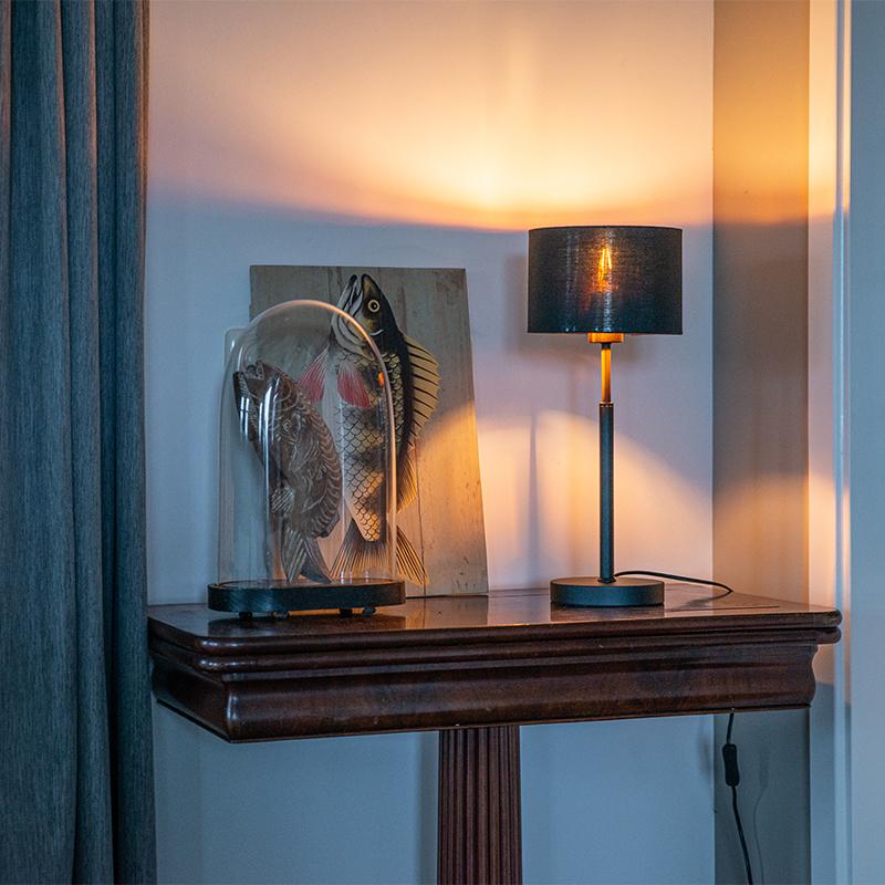 Moderne tafellamp stoffen kap zwart met goud - VT 1
