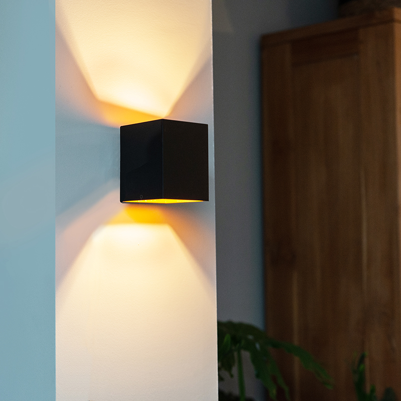 Moderne wandlamp zwart/goud - Sola