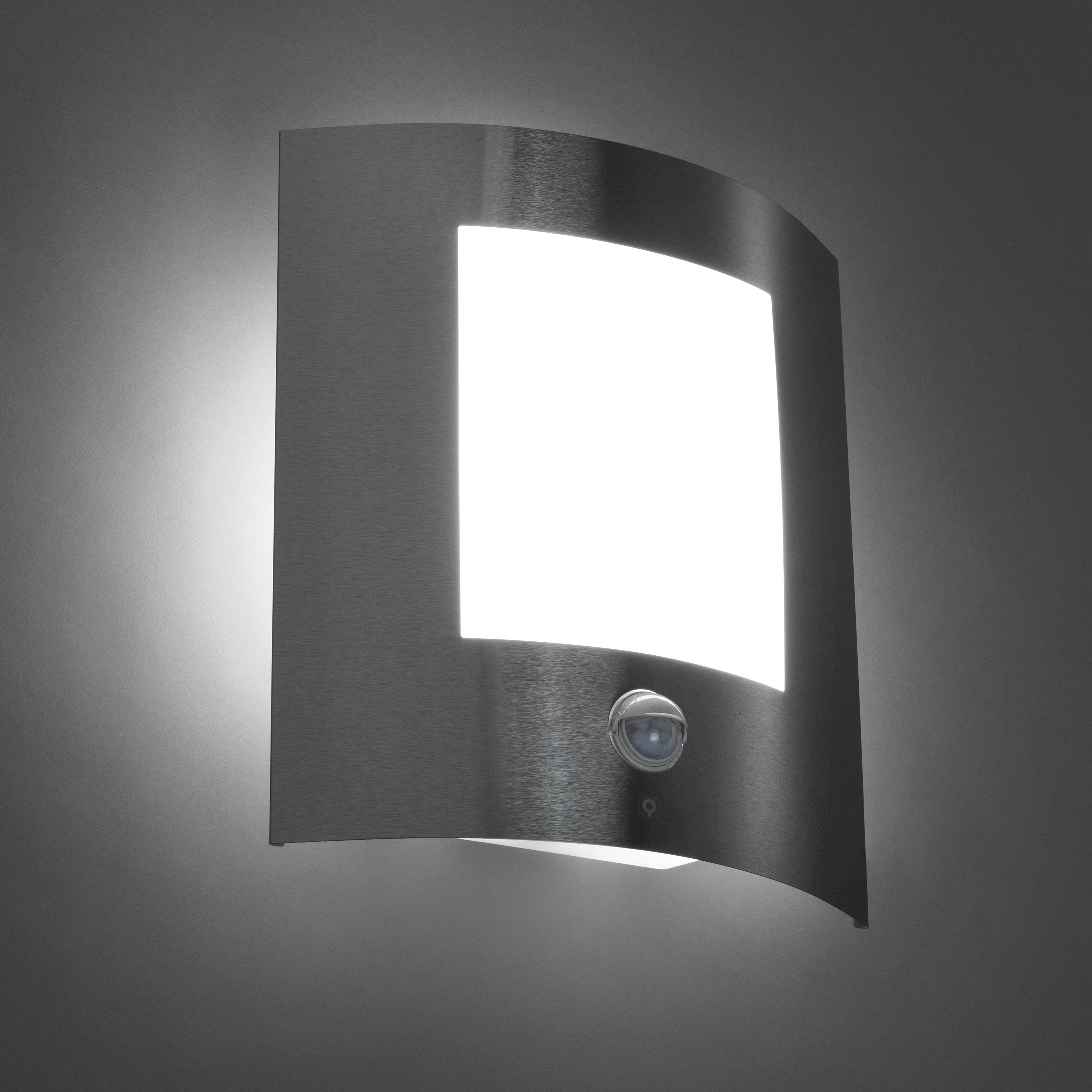 Moderne buitenwandlamp staal bewegingssensor IP44 - Emmerald 1