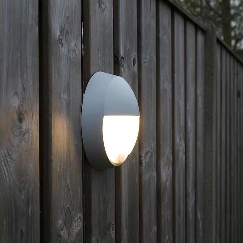 Moderne Ronde Buitenwandlamp Grijs Met Bewegingsmelder En Half Rond Glas - Hortus