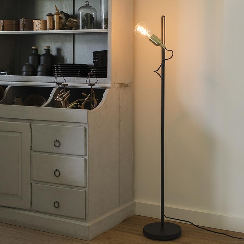 Moderne Strakke Vloerlamp Zwart Met Messing Accenten - Slide