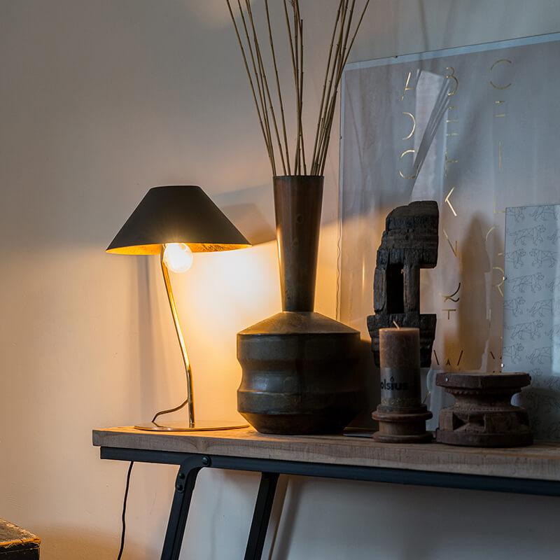 Art deco tafellamp zwart met gouden binnenkant - Knick