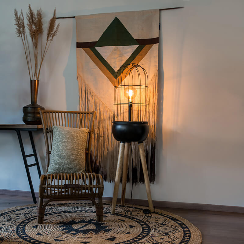 Moderne vloerlamp zwart op houten driepoot - Birds