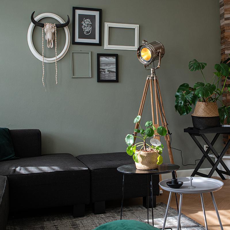 Vloerlamp met houten driepoot en studiospot - Tripod Construct