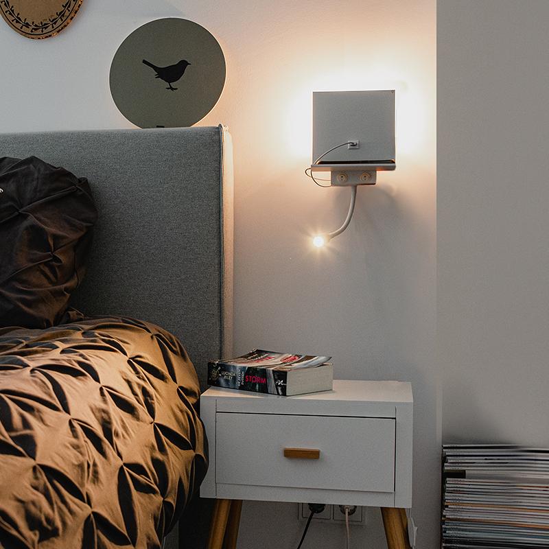 Moderne wandlamp wit met USB en flexarm - Flero