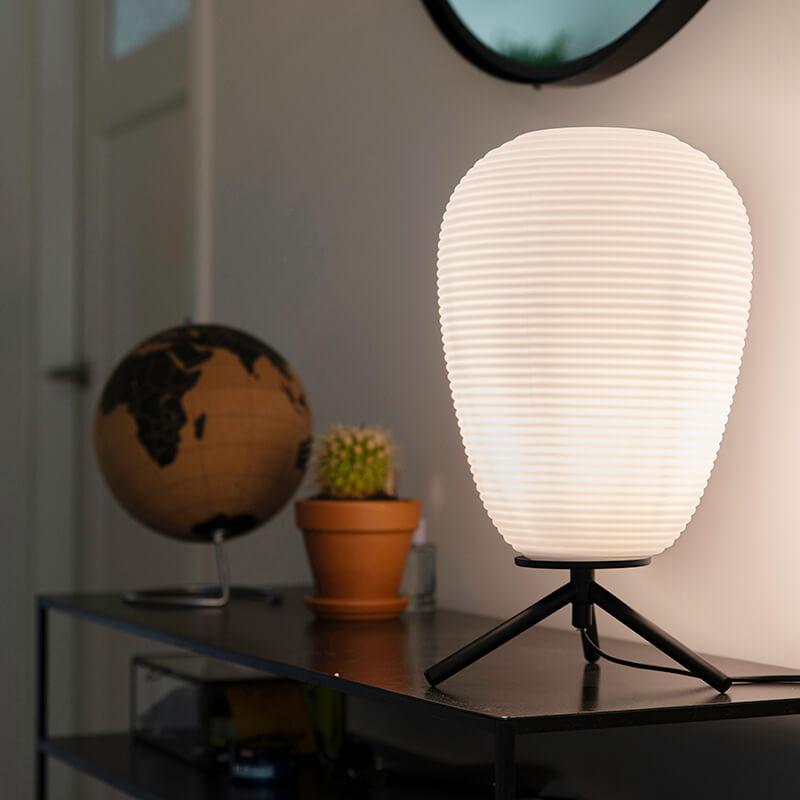 Designerska lampa stołowa czarne szkło 24 cm z mlecznym szkłem - Hero
