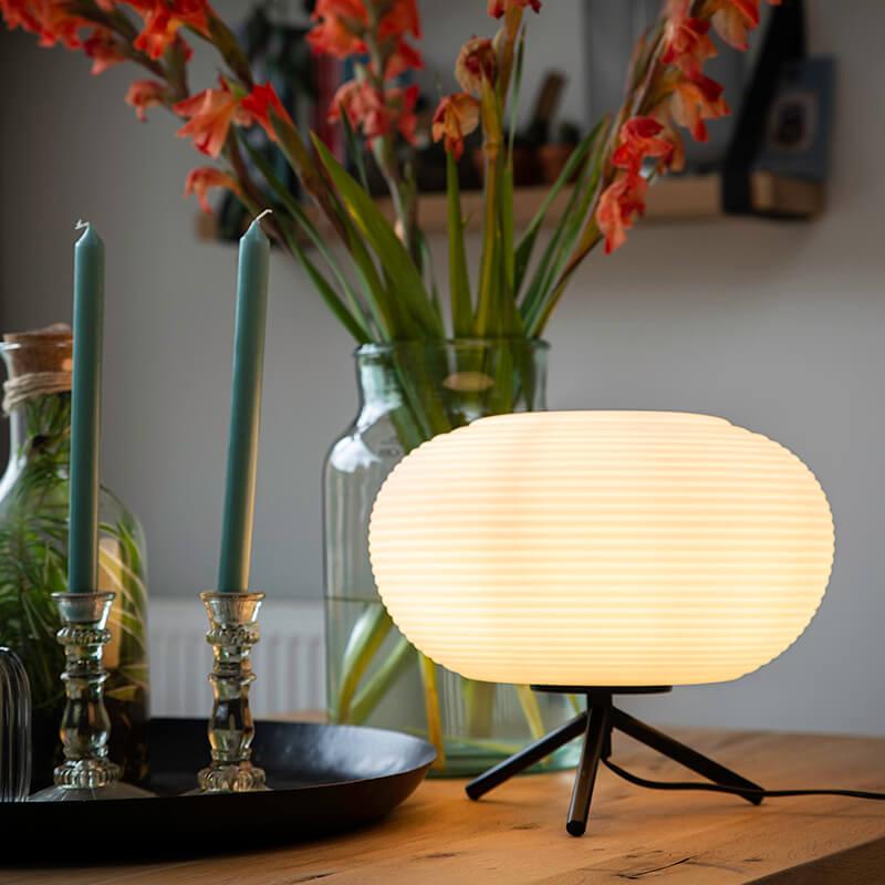 Designerska lampa stołowa czarna mleczne szkło 33 cm - Hero