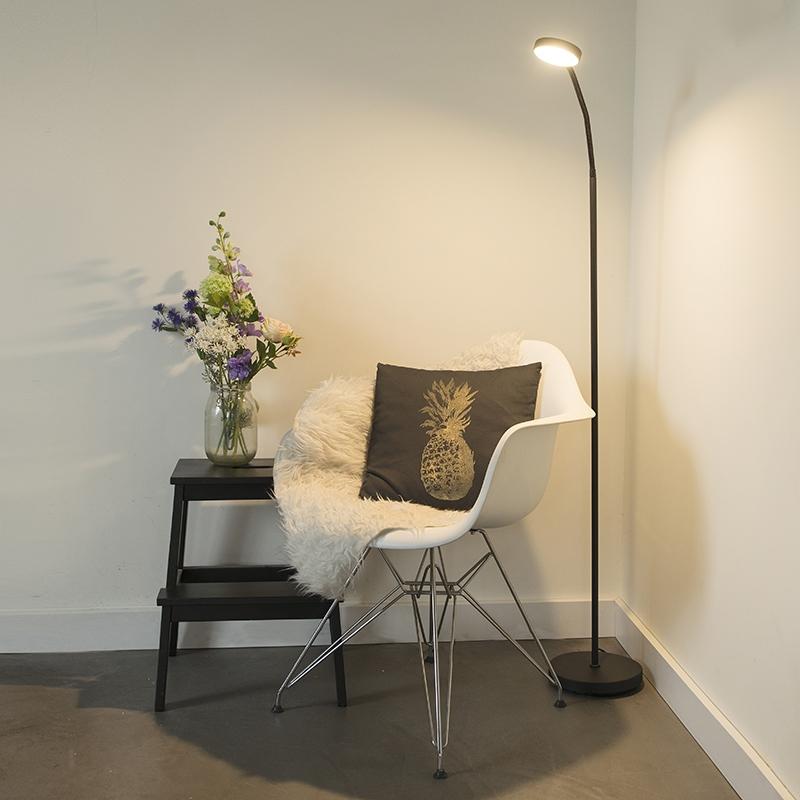 Moderne vloerlamp zwart incl. LED - Trax